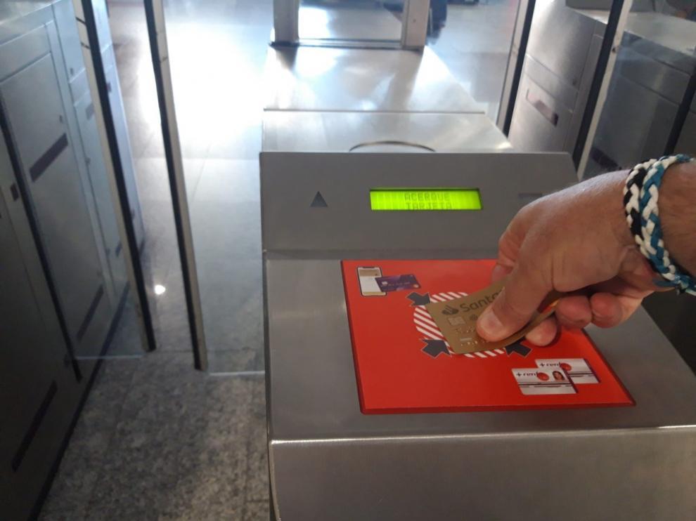 Renfe implantará el acceso y pago directo con tarjeta en tornos de Cercanías