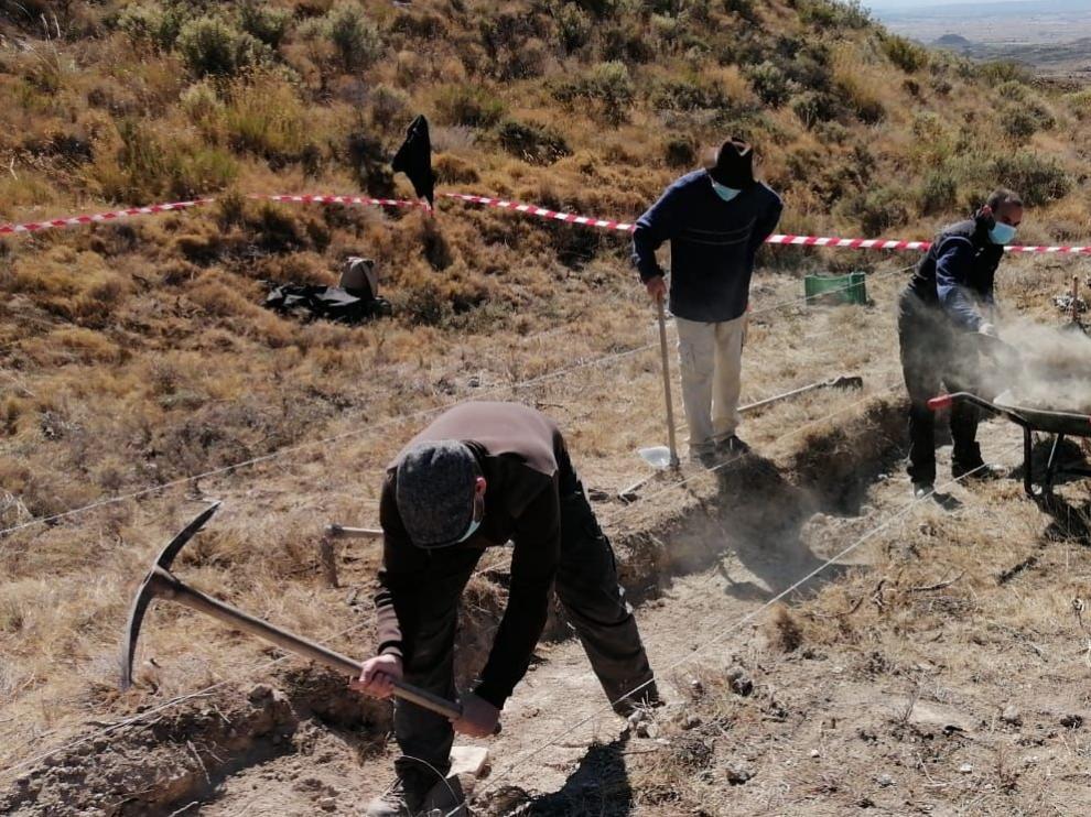 Farlete inicia la exhumación en una cuneta donde podrían encontrarse varios cuerpos de la época de la Guerra Civil