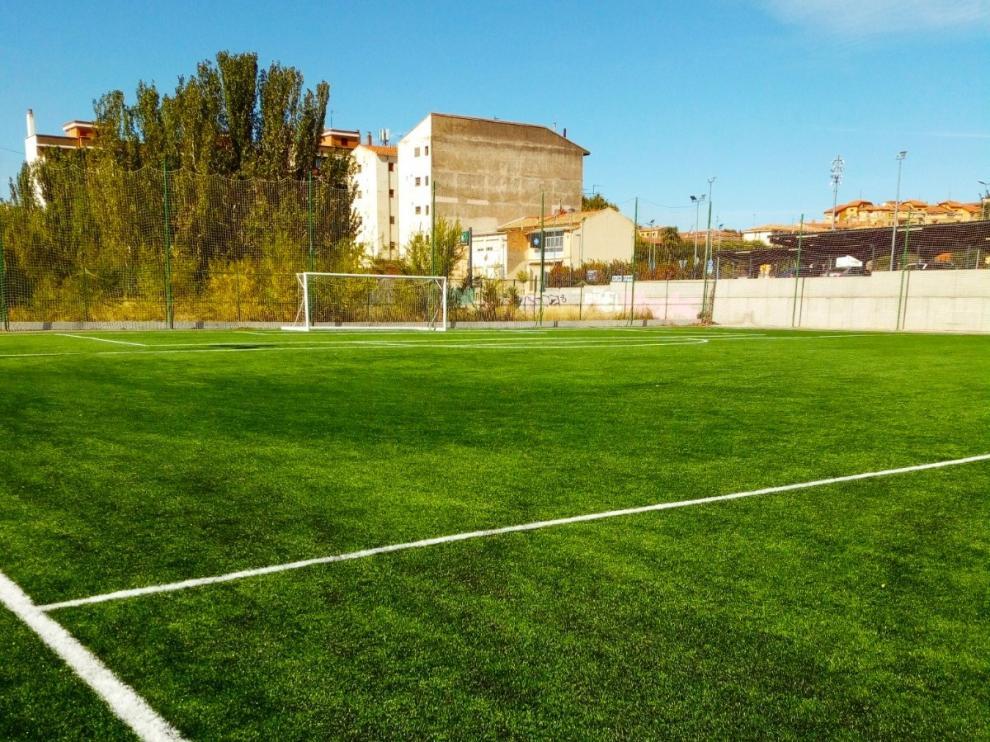 El campo de fútbol 7 de la Ciudad Deportiva Municipal de Huesca estrena césped artificial