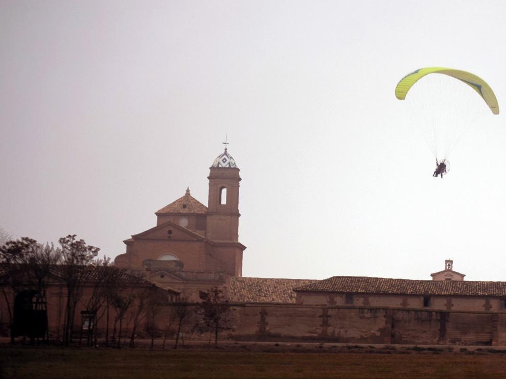 Organizan un curso de vuelo en parapente en noviembre en los Monegros