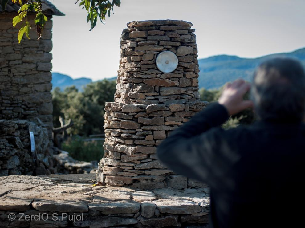 Paseo artístico en Betorz entre muros de piedra seca recuperados