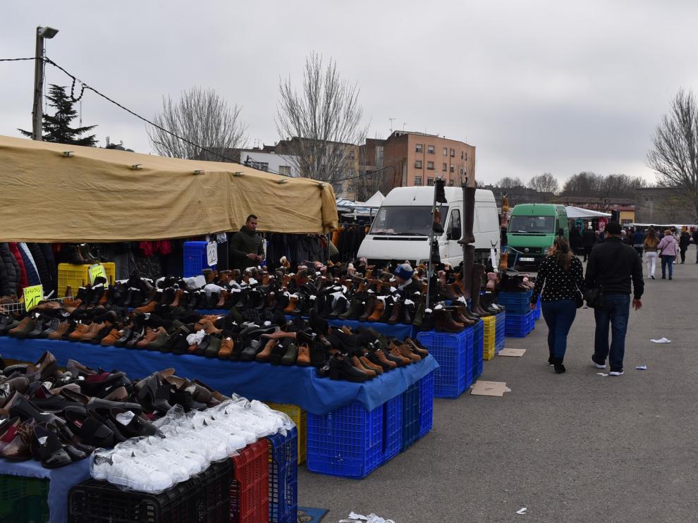 El Ayuntamiento de Monzón no celebrará el mercado del día 8 y trabaja para retomarlo en diciembre