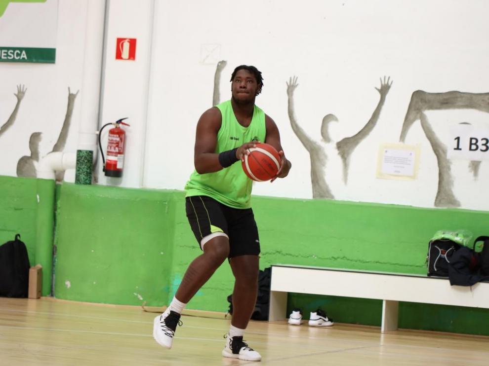 Butler ya entrena en Huesca y completa la plantilla de Levitec