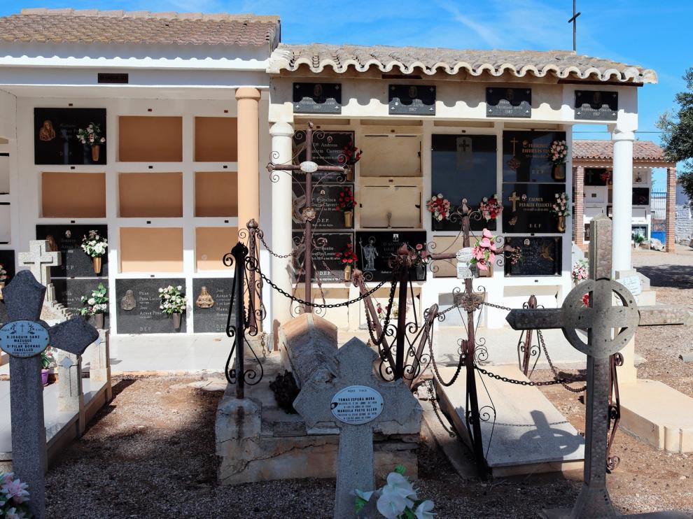 Una visita muy especial al cementerio de Sariñena