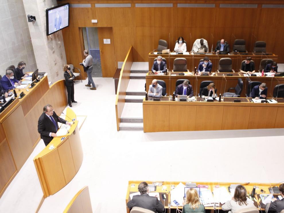 El pleno de las Cortes aprueba que la hostelería pueda abrir en interior al 25 % en fase 3