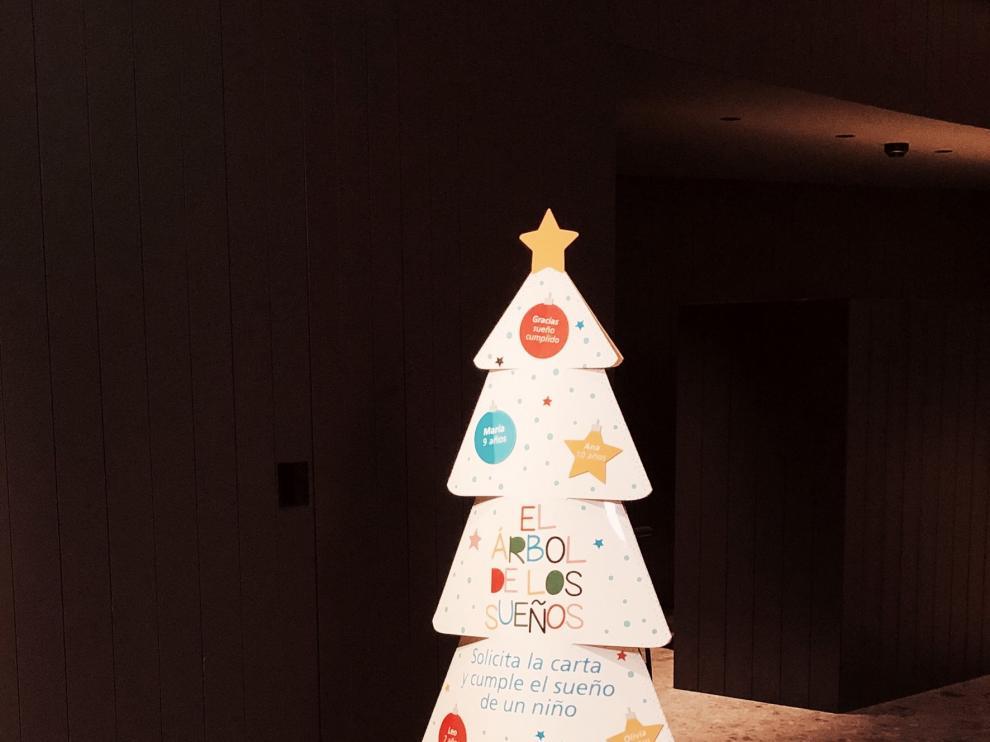 """""""La Caixa"""" busca que 454 niños que viven en Aragón reciban un regalo en Navidad"""