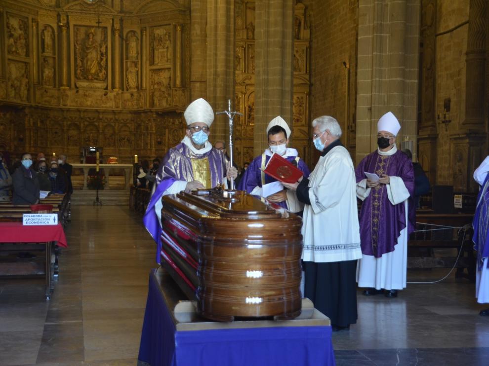 Sentido adiós en Barbastro a Alfonso Milián, un obispo sencillo, cordial y afectuoso
