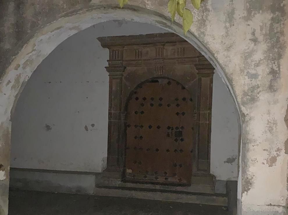 Detenidos el párroco y un vecino de Biniés por el traslado del retablo de Vilarreal de la Canal