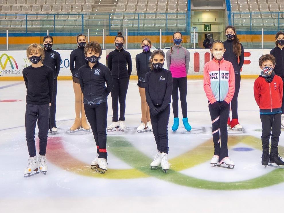 Dieciséis jaqueses suben de nivel en patinaje sobre hielo