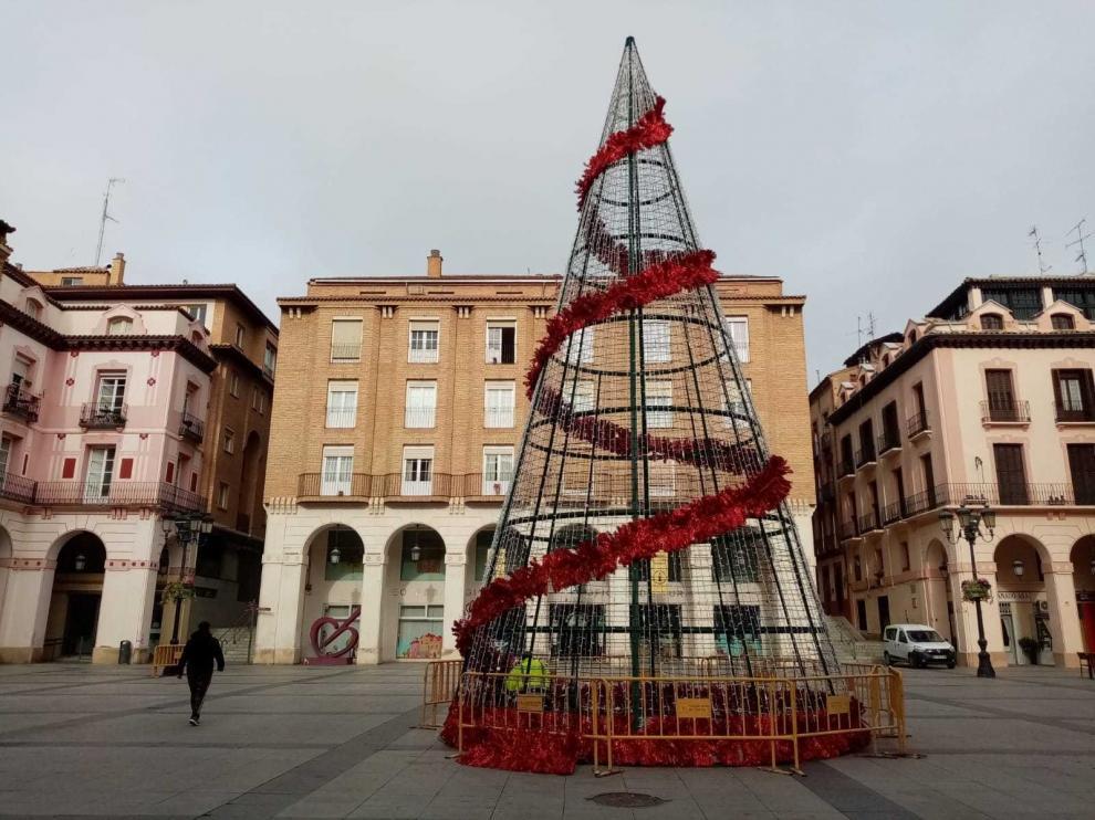 Un total de 247 motivos navideños harán brillar 30 calles de Huesca esta Navidad