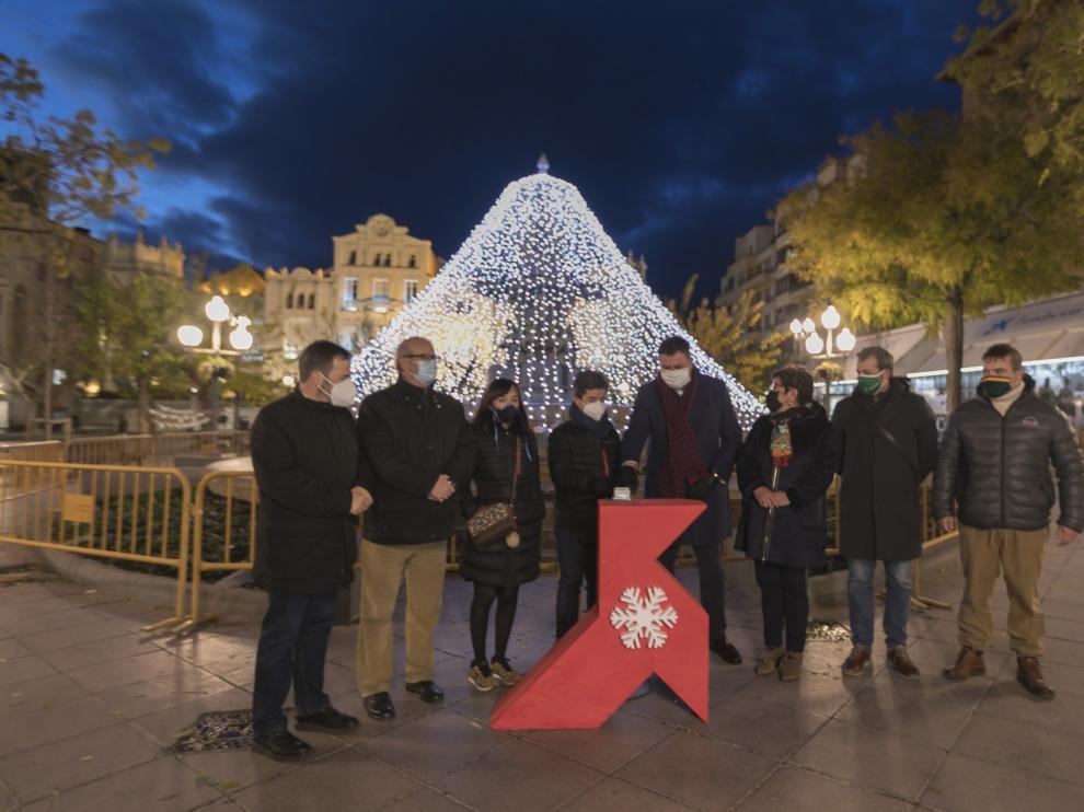 Más de 30 calles de Huesca se iluminan con motivo de las fiestas de Navidad