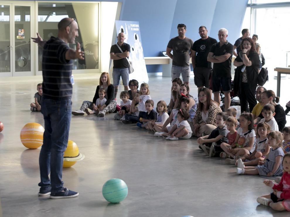 El Planetario ofrece estos días visitas, observaciones y su sesión Bebenautas en Huesca