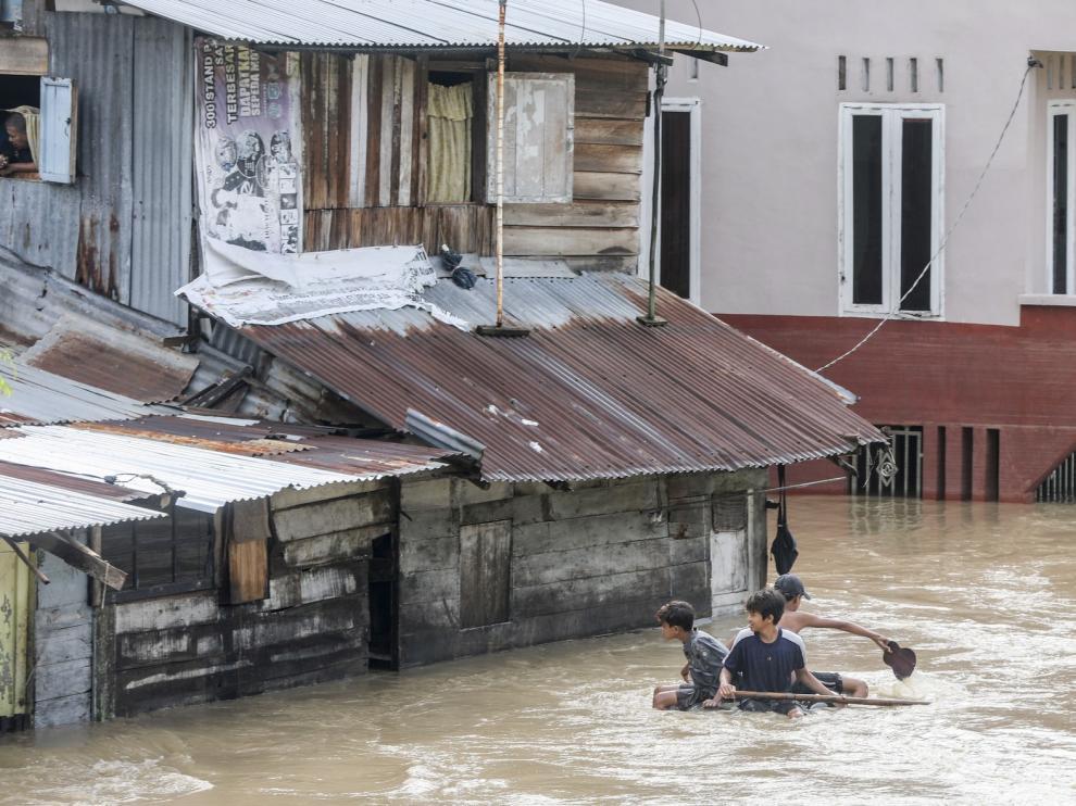 Al menos 5 muertos y 12.700 afectados por las inundaciones en Indonesia