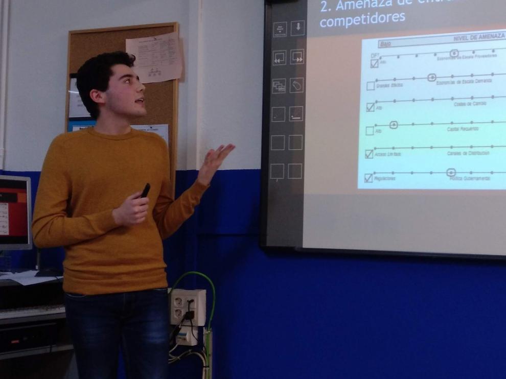 Dos alumnos del IES Lucas Mallada de Huesca premiados en el Certamen de Jóvenes Investigadores