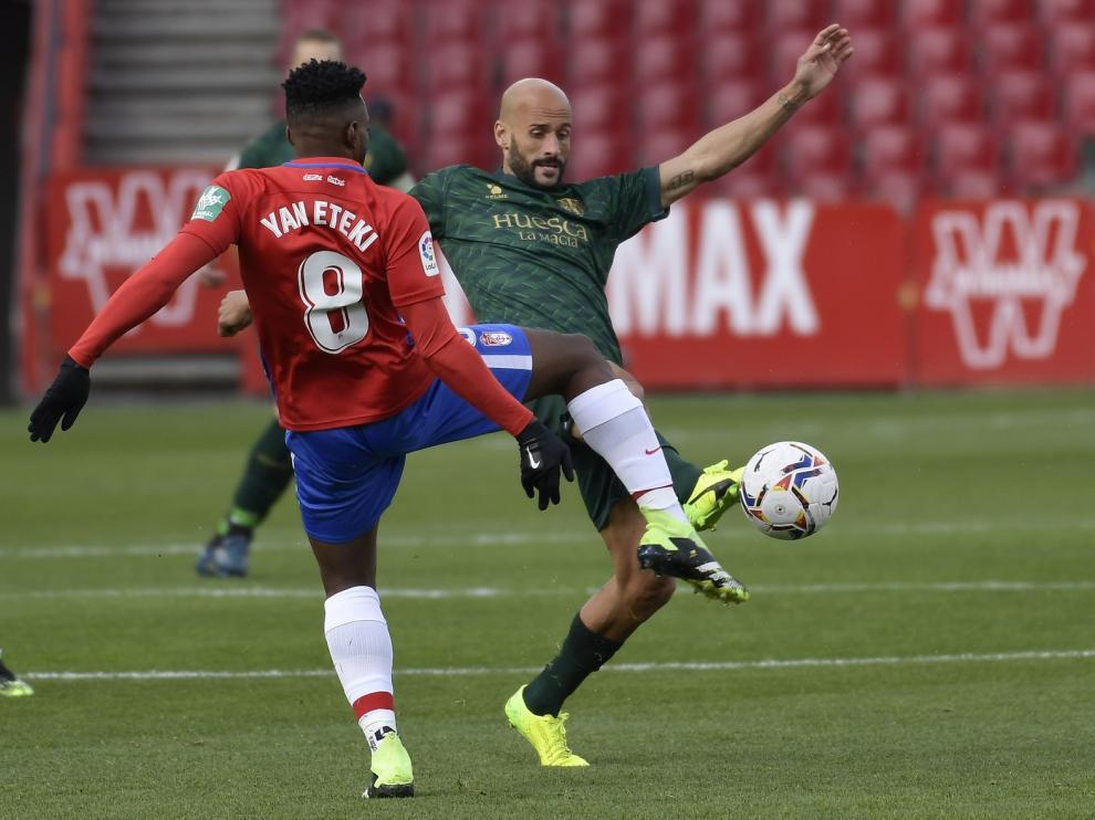 El Huesca deja escapar la victoria en Granada (3-3)