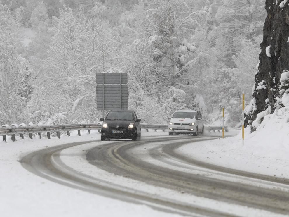La borrasca mantiene las nevadas y el frío intenso en el norte de la provincia de Huesca