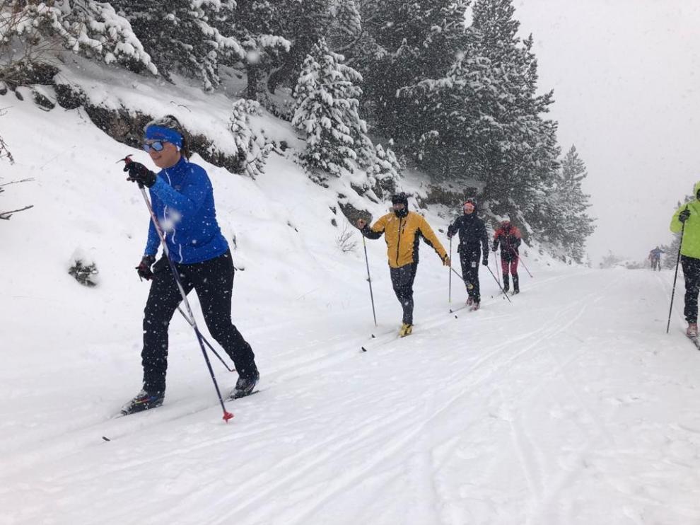 Llanos del Hospital inicia su temporada de esquí con una buena afluencia