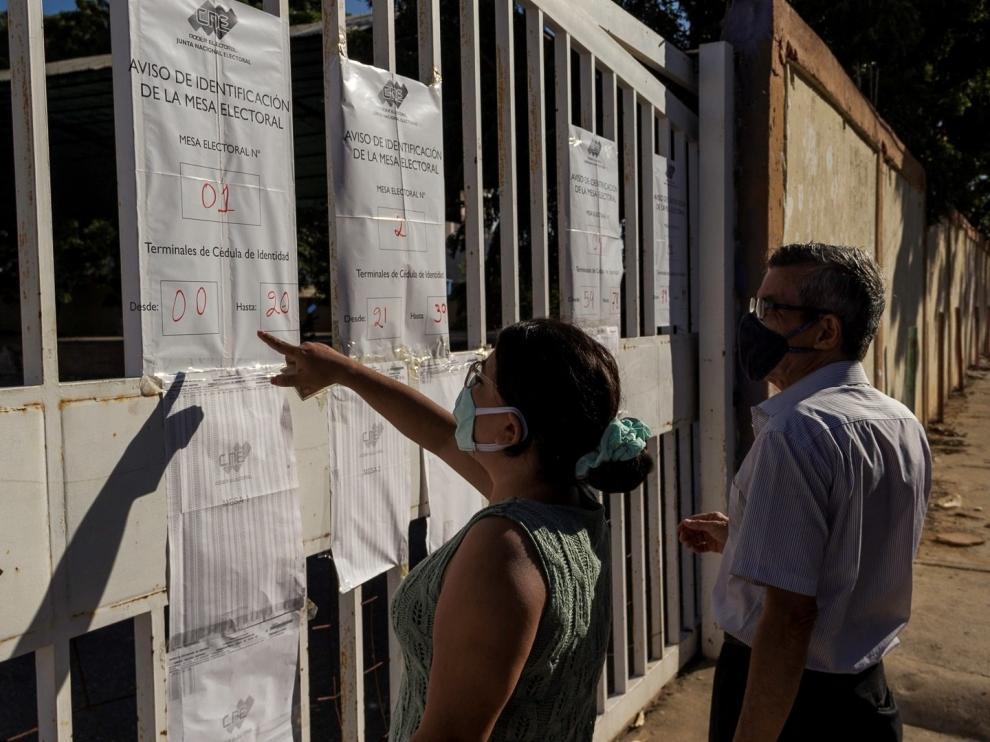 Votos a cuentagotas en unos cuestionados comicios en Venezuela