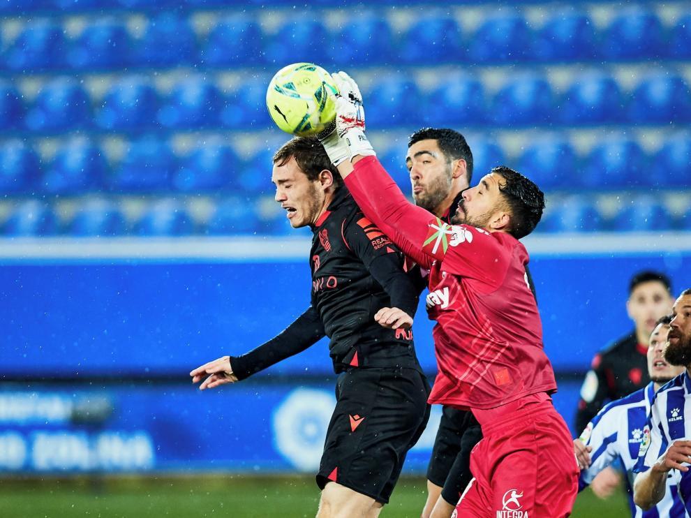 El Huesca sigue a tres puntos de salir del descenso