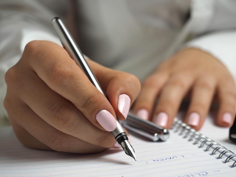 Un joven suspendido de clase por tener uñas pintadas recibe gran apoyo en EE. UU.
