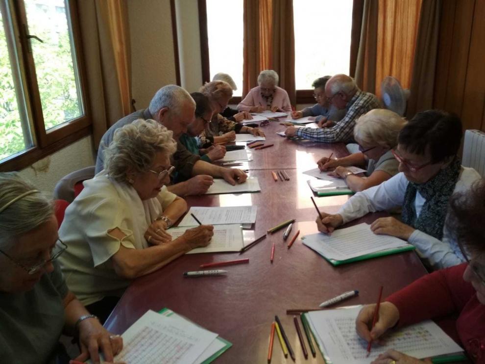 Los barrios de Huesca piden que se abran los locales sociales