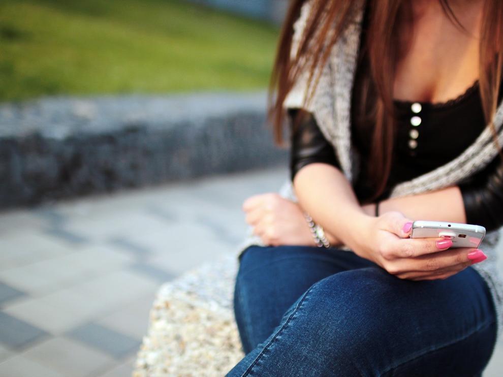 Un oscense pactó 75 euros al mes por datos ilimitados y llamadas en su móvil y le cobraban más de 100