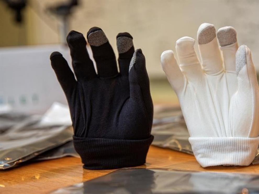 Diseñan un guante que elimina el material genético de la covid en una hora