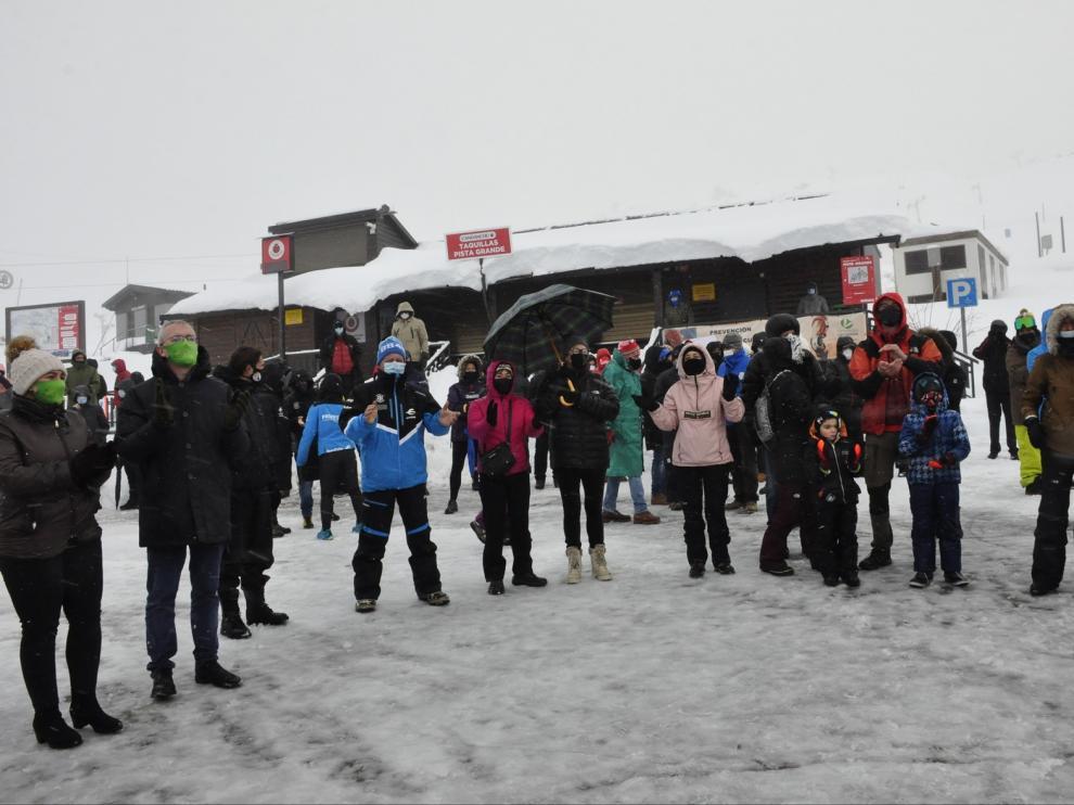 Concentraciones en las estaciones de esquí para pedir ayudas para el sector