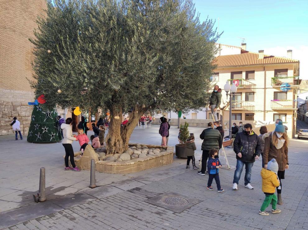 San Esteban decora su olivo