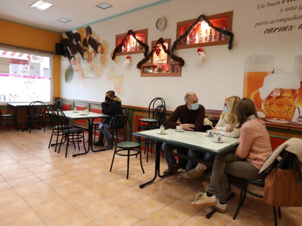 """Reabre el interior de bares y restaurantes: """"Aunque sea poco aforo, es maravilloso que puedan entrar clientes"""""""