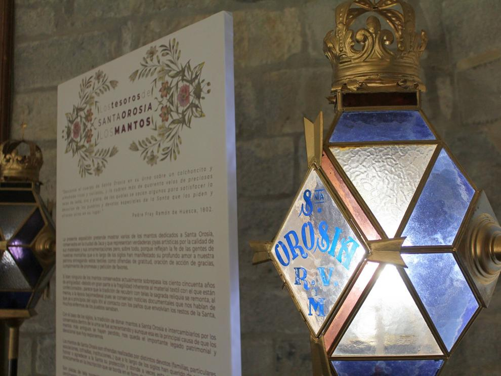 Jaca expone los mantos dedicados a Santa Orosia