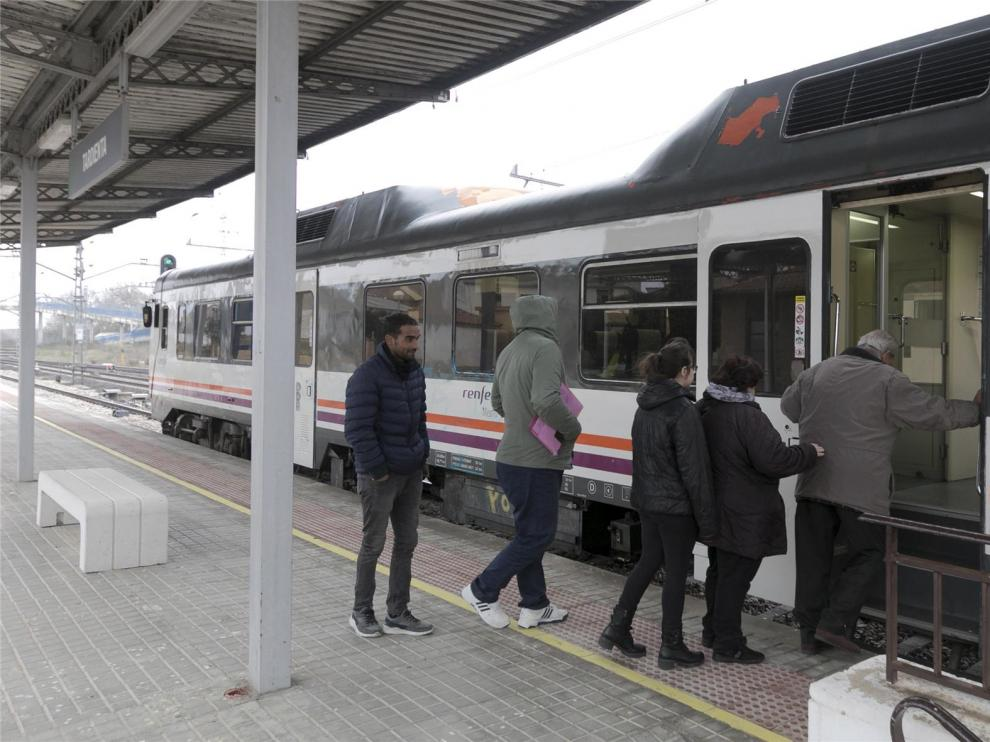 Renfe recupera la venta presencial de billetes de tren en Tardienta