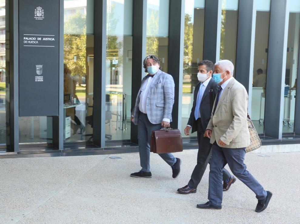 El juez mantiene la causa contra el ex presidente del Huesca e Iñigo López