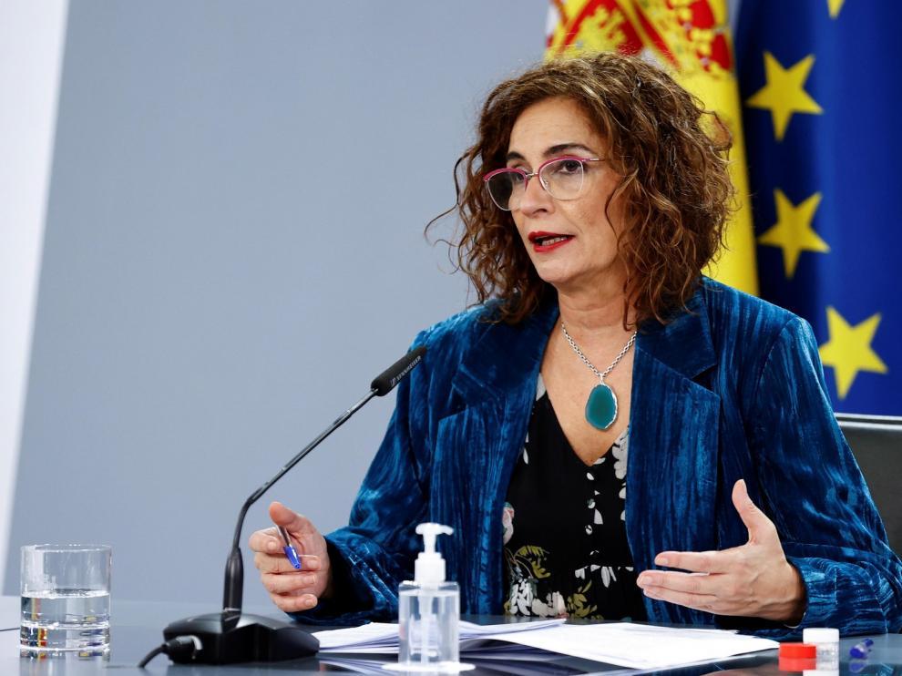 Montero afirma que el calendario de vacunación se podría anticipar y acomodar a Europa