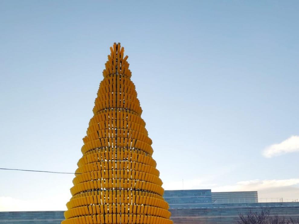 Huesca estrena un árbol de Navidad muy especial ¿Lo has visto?