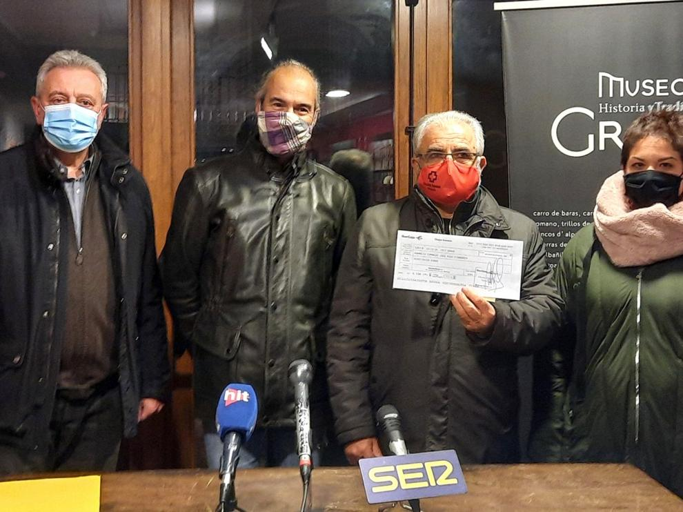 Los Fabricantes de Longaniza de Graus donan 900 euros