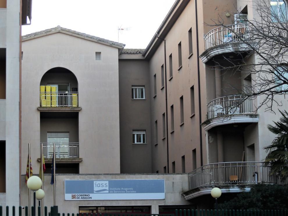 """Las enfermeras de la Residencia Sagrada Familia de Huesca, """"agotadas"""" por el brote"""