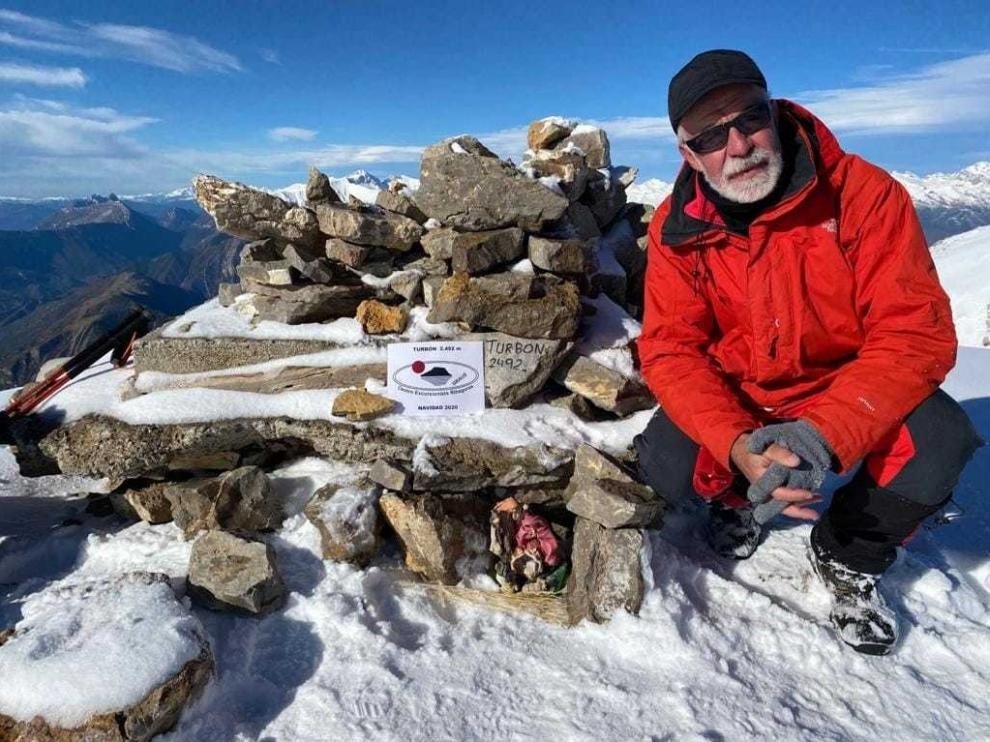 El CER cumple con la colocación del belén en la cima del Turbón