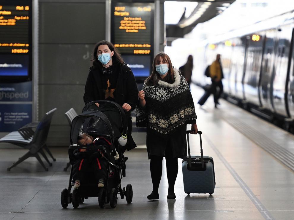 Gran parte de Reino Unido confinada por una nueva cepa de coronavirus