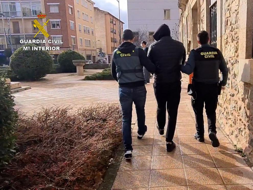 La Guardia Civil desarticula una organización criminal responsable de de estafas en Huesca con la venta de mascarillas