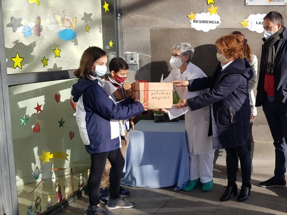 Ocho colegios de la provincia de Huesca llenan con sus mensajes las Cajas de Palabras de Mágicas de las residencias