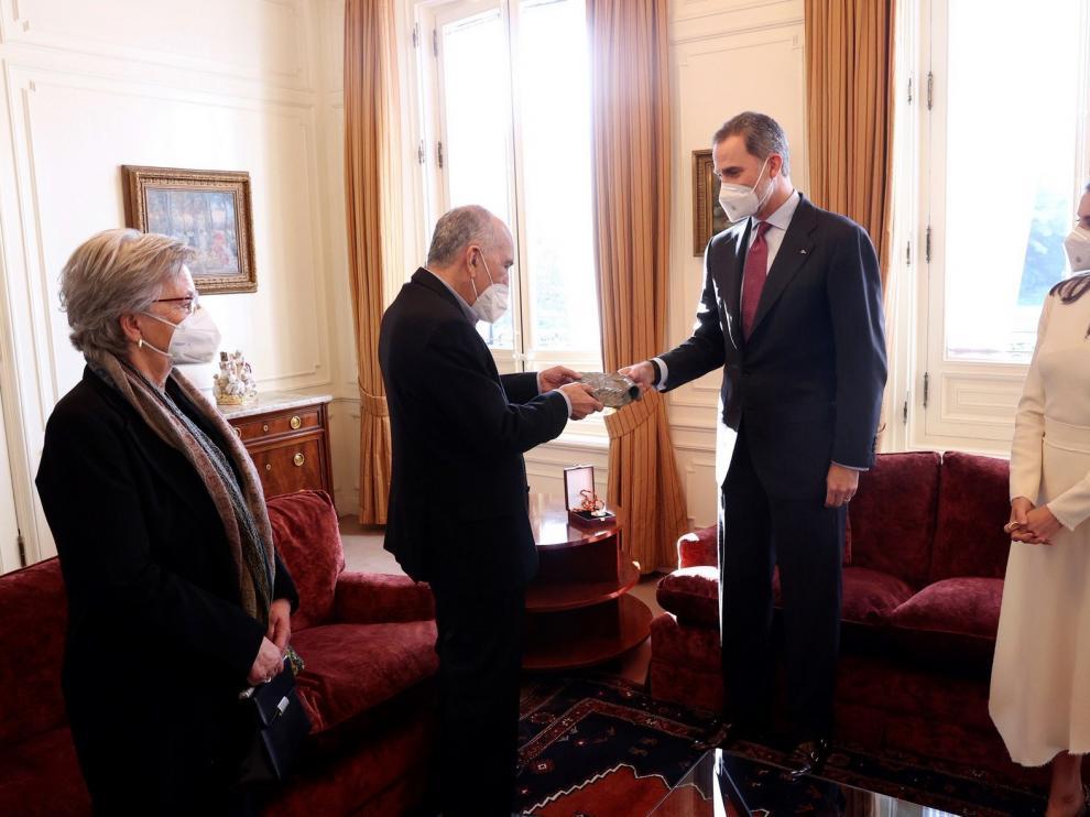 Los reyes entregan a Joan Margarit el Cervantes en Barcelona