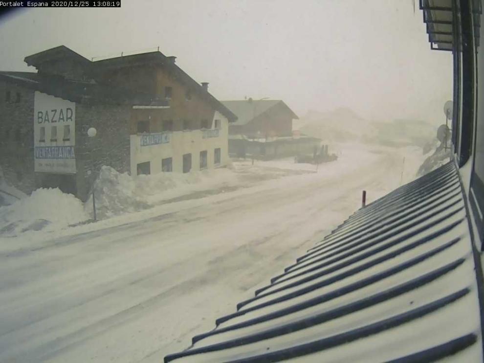 Los pasos transfronterizos de Somport, Portalet y Bielsa, con cadenas por la nieve