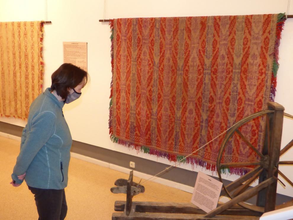 Los trabajos del telar, en la Sala Municipal de Arte de Sabiñánigo