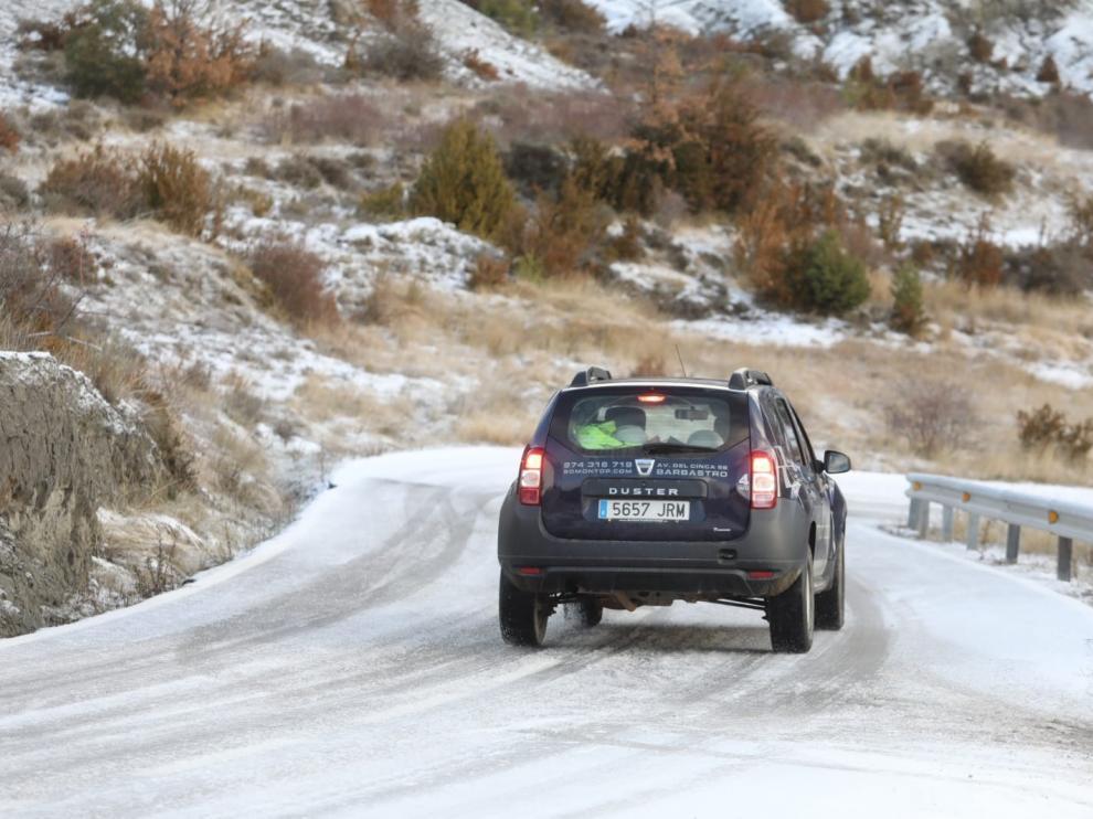 Una gran nevada cubre el Pirineo de Huesca y causa afecciones en las carreteras y el ferrocarril
