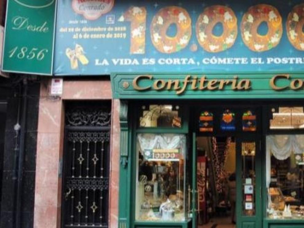 Una pastelería leonesa esconde diez mil euros en el roscón de reyes