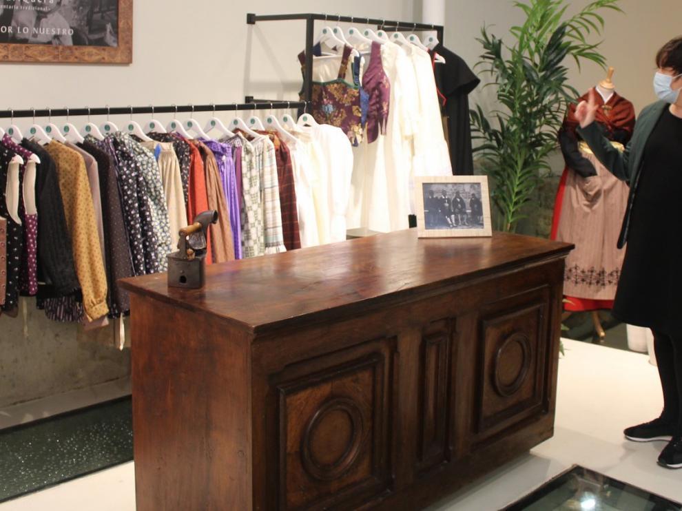 A Faldriquera traslada a Canellas su tienda, que toma aire de museo