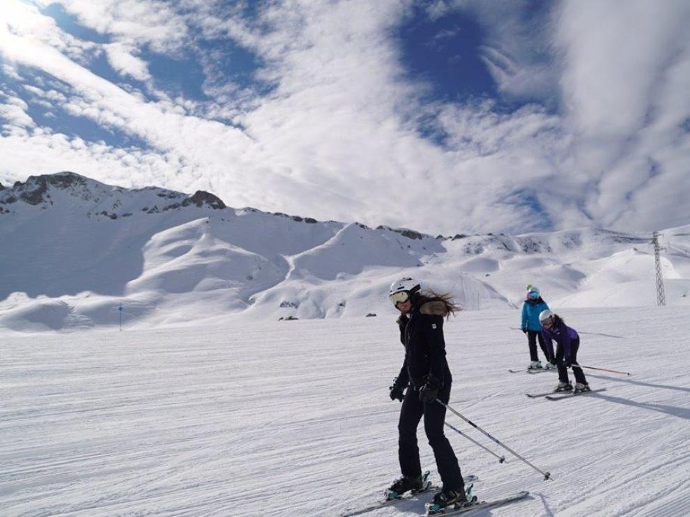 El Gobierno de Aragón se reunirá este miércoles con instituciones y empresarios de las comarcas ligadas al turismo de nieve