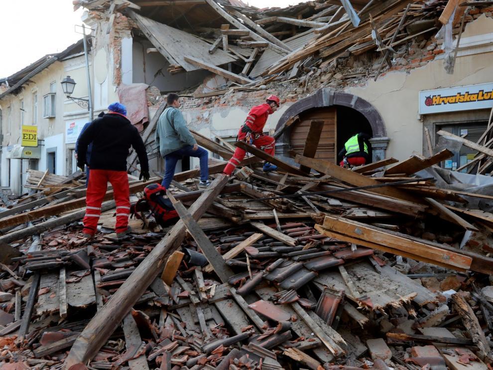 Al menos siete muertos, entre ellos una niña, en el terremoto que agitó Croacia