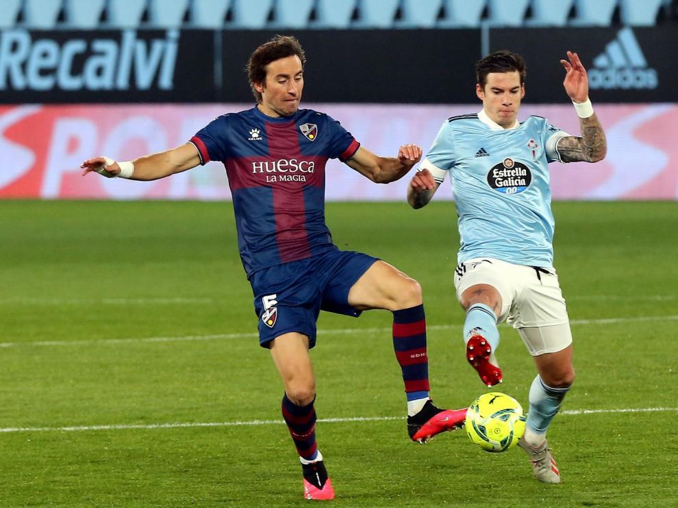 El Huesca pelea pero se va de vacío de Vigo (2-1)